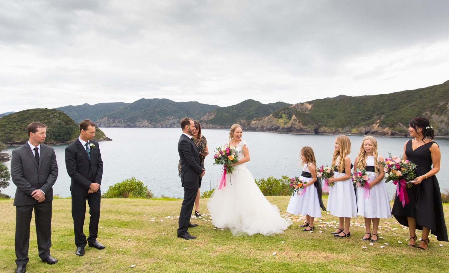 bay of islands wedding ceremony photo