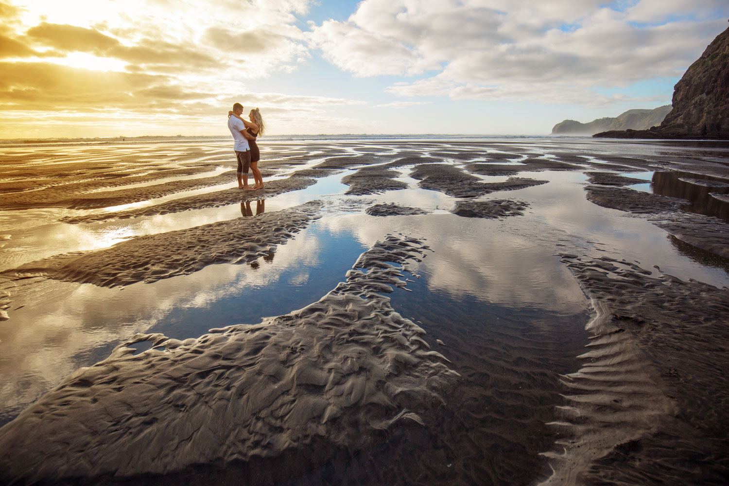 piha beach engagement photos