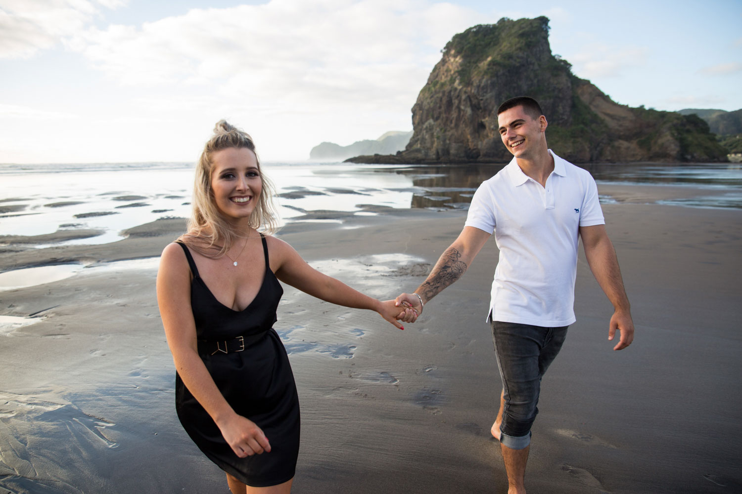 couple holding hands piha