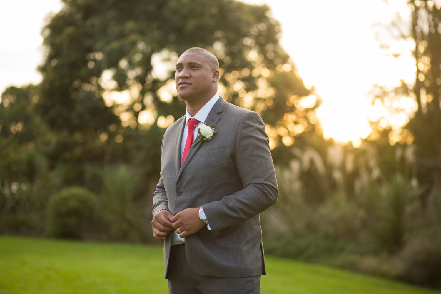 auckland botanic gardens wedding groom portrait