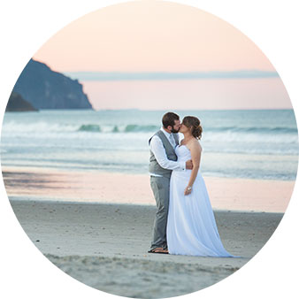 waihi beach sunset wedding photo