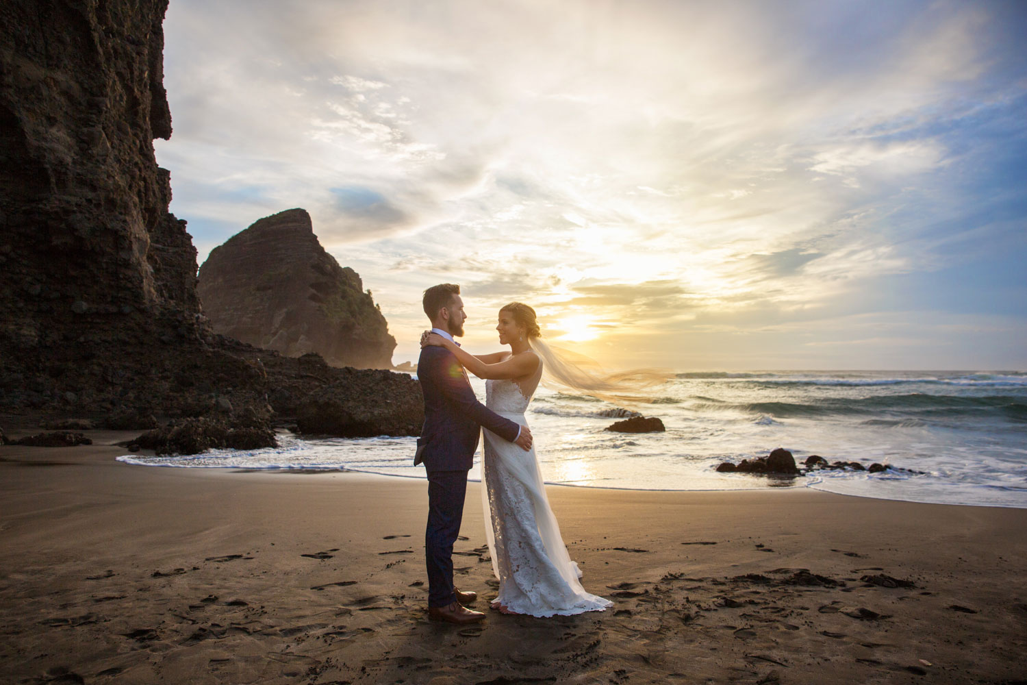 auckland wedding couple photo with sunset