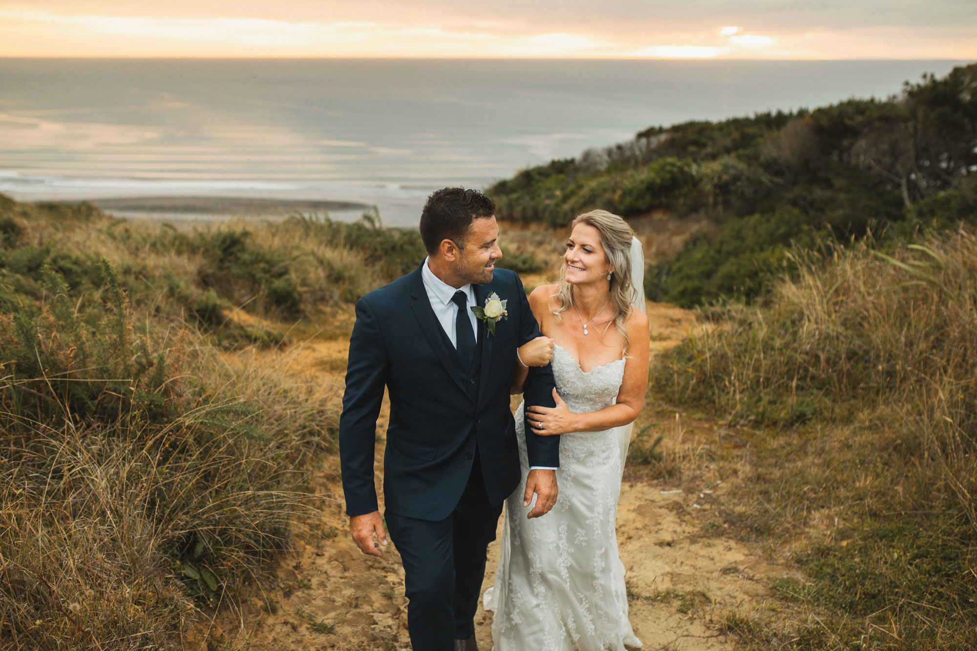 auckland castaways wedding sunset couple photo