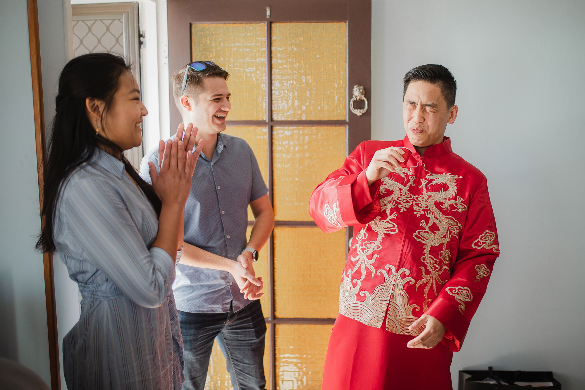 groom playing chinese wedding games