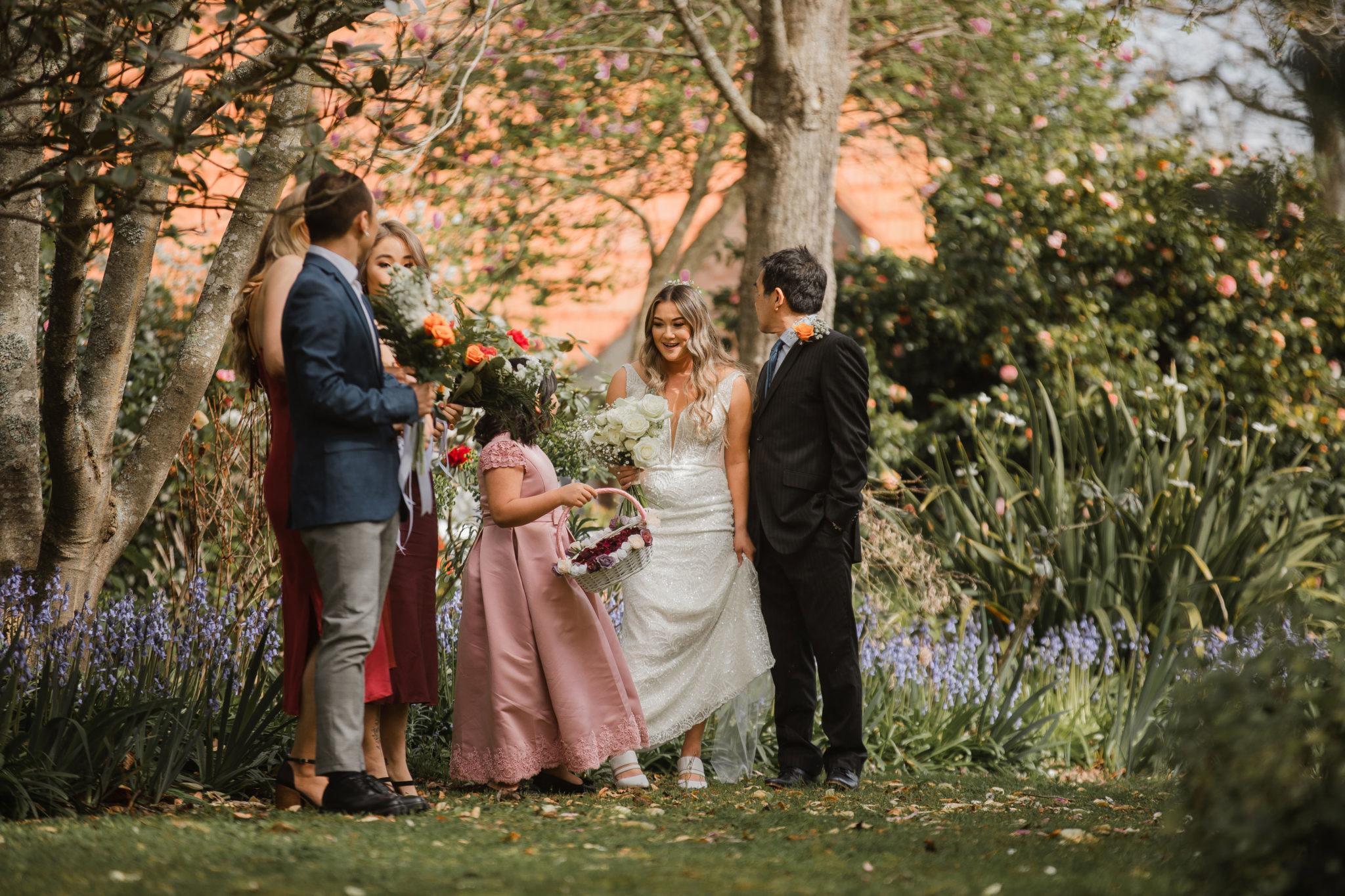 auckland bridal party arrive at wedding venue